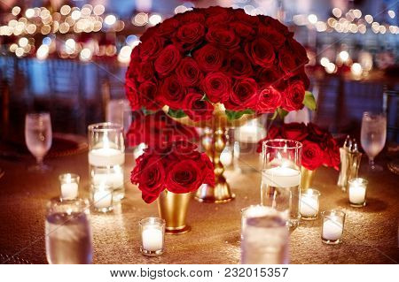 The Luxury Red Roes Theme Of Weding Dinner Table Decorated With A Bunch Of Red Roses In The Center A