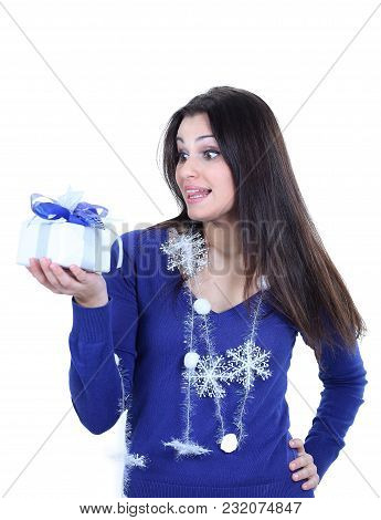 Closeup.happy Pretty Woman With A Gift .isolated On A White Background.photo With Copy Space