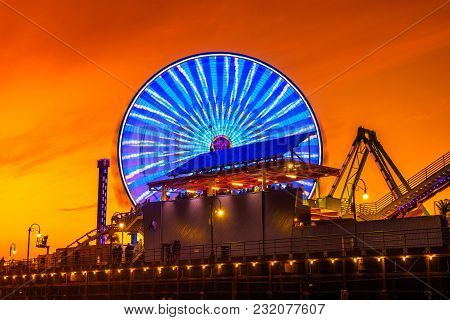 Santa Monica, California, Usa - December 27, 2017 : Sunset At The Santa Monica Pier With A View Of T