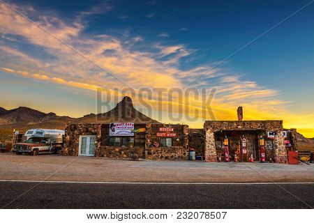 Cool Springs, Arizona, Usa - December 28, 2017: Sunrise At The Rebuilt Cool Springs Station In The M