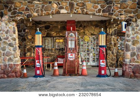Cool Springs, Arizona, Usa - December 28, 2017: Vintage Gas Pumps At The Rebuilt Cool Springs Statio