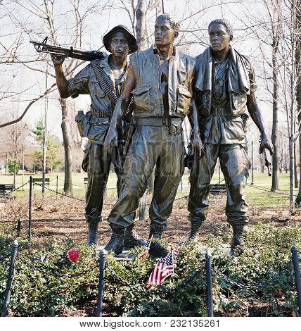 Washington, Dc -  Oct,2014 , The Three Soldiers Bronze Sculpture On The Washington Vietnam Memorial