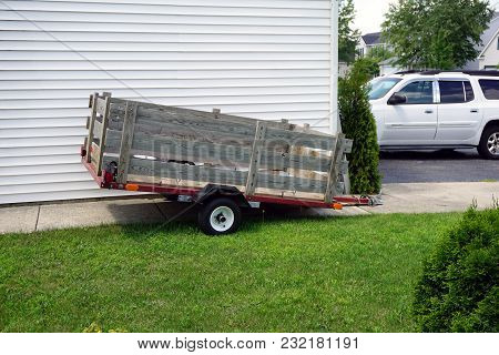 Joliet, Illinois / United States - August 2, 2017: A Small Trailer Is Parked Beside A Garage, In The