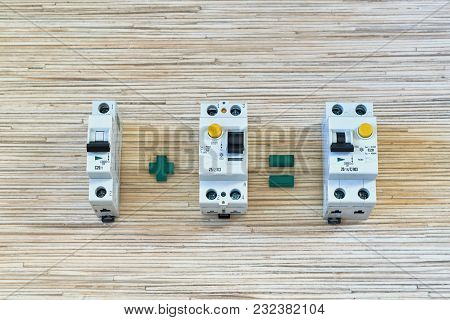 Circuit breaker, RCD, differential current circuit breaker. Differential circuit breaker can be used instead of the circuit breaker and the safety disconnect device. Space saving. Compactness. poster