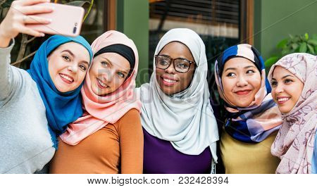 Islamic women enjoy selfie