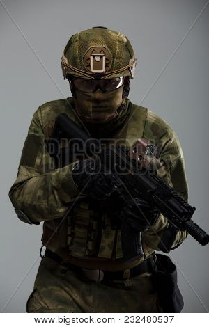 Picture of man in camouflage with gun
