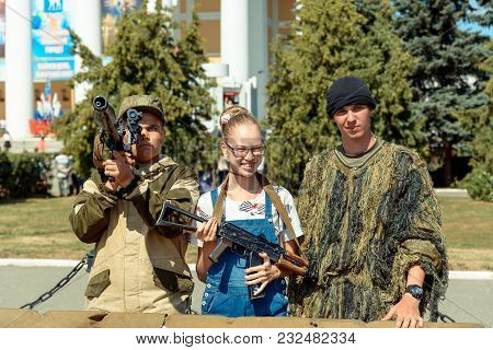 Yoshkar-ola, Russia - August 6, 2016 The Girl Is Photographed With Soldiers And With Ak-47 Assault R