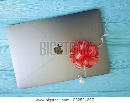 Ukraine Kiev March 11, 2018 Apple Apple, Metal, Portable