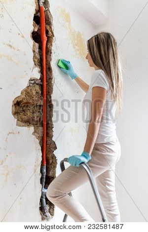 Cleaning Up Dangerous Fungus From A Wet Wall After Water Pipe Leak