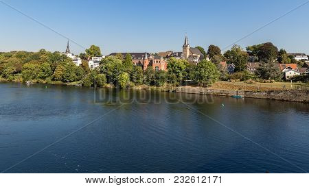 Essen, North Rhine-westphalia, Germany - September 27, 2016: The Shore Of The River Ruhr With The Su