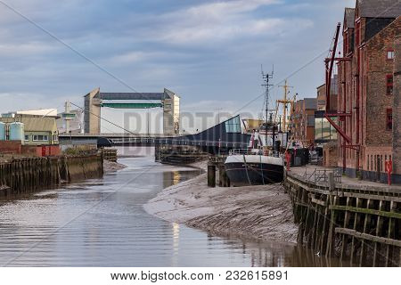 Kingston Upon Hull, England, Uk - May 02, 2016: View From Clarence St Over The River Hull With The S