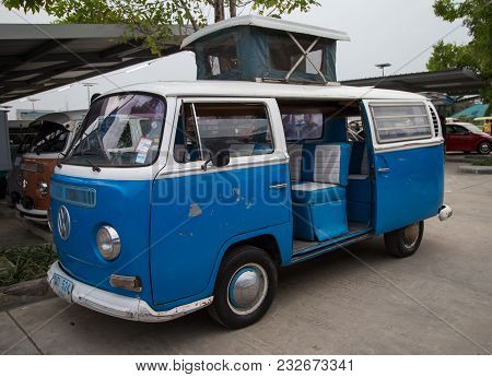 Nonthaburi, Thailand - March 10, 2018: Vw Van Microbus Show In Volkswagen Club Meeting At Car Park O