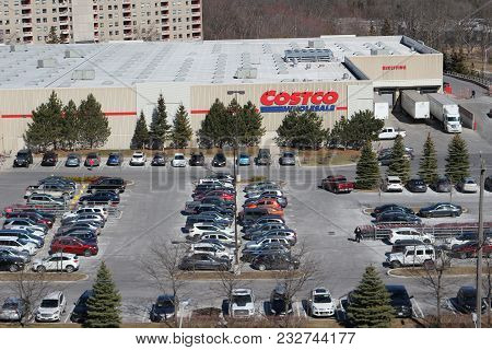 London Ontario Canada, March 24 2018: A Full Parking Lot On A Saturday In A Canadian Costco Location