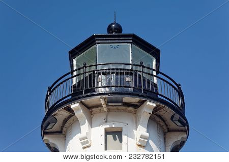 Duluth, Mn/usa - July 15, 2017: The Upper Portion Of The Duluth North Pier Lighthouse.