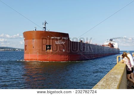 Duluth, Mn/usa - July 15, 2017: The Cargo Ship Mesabi Miner Coming Through The Duluth Ship Canal.