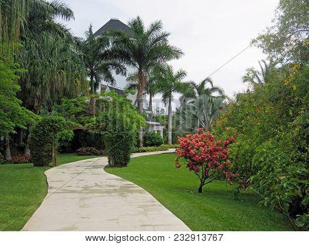 Beautiful And Relaxing Montego Bay Jamaica Luxury Resort