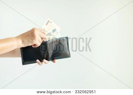Close-up Of Hands Holding The Short Wallet And One Hand Bring Out Japan Money; In The Currency Of Ye