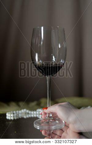 Glass Wine Saver Vintage Bar Alcohol Picture Pearls Glass Bar Rest Food Red Sparkling Bottle