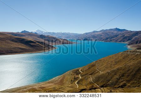 Panoramic View Of Tibet Natural Landscape - Blue Azure Water Lake Surrounded Desert Mountains. Yamdr