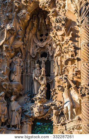 Barcelona, Spain - September 20, 2017: The Sagrada Fam Lia, Is A Huge Roman Catholic Basilica In Bar