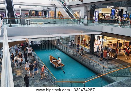 Singapore - January 17, 2018: Water Canal And Boat At The Shoppes At Marina Bay Sands Which Runs Thr
