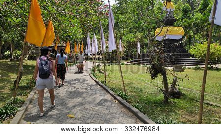 Bali, Indonesia- 18 Oct, 2019: Group Of Tourists Visit Tirta Empul Temple Bali,indonesia. Tirta Empu