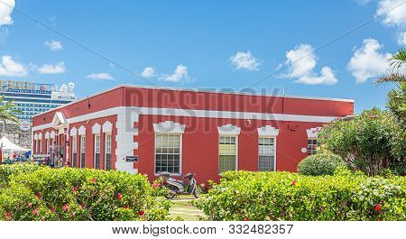 Hamilton, Bermuda - July 14, 2017: Hamilton, In Bermuda Has A Blend Of British And American Culture.