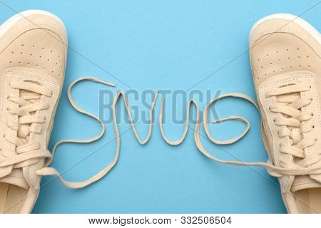 New Women Sneakers With Laces In Snug Text.
