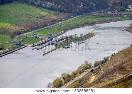Mosel-dam And Watergate On The River Mosel At Zeltingen-rachtig