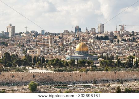 Jerusalem, Israel, November 02, 2019 : View Of The Temple Mount, The Old And Modern City Of Jerusale