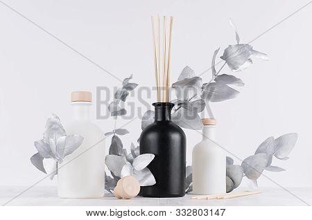 Modern Exquisite Decoration For Home Interior -  Aromatherapy White, Black Bottles With Sticks, Beig
