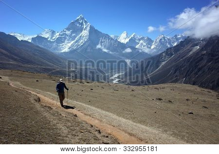 Everest trek, Hiker on Three Passes Trail with view of Ama Dablam (6856 m) in Himalayas mountains, Sagarmatha national park, Solukhumbu, Nepal