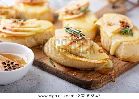 Pear And Brie Crostini With Honey, Pecan And Rosemary, New Years Eve Or Christmas Party Appetizer