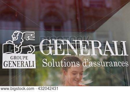 Bordeaux , Aquitaine  France - 08 30 2021 : Generali Logo Brand And Text Sign On Windows Agency Of I