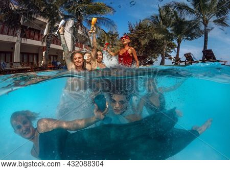 Group of happy women drinking. in pool party - Young  people having fun in tropical vacation - Holiday, youth lifestyle and friendship concept