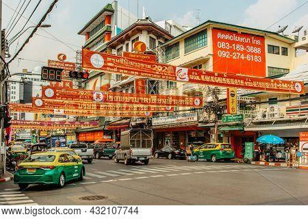 Bangkok, Thailand - January 17,2020.busy Street In Chinatown.morning Traffic At Yaowarat Road,famous