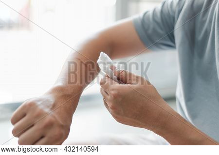 Asia Man Use Medical Cotton Swab For Cleaning And Disinfection Of Wounds Cat Scratch In First Aid Co