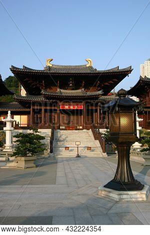 26 Dec 2004 Chi Lin Nunnery, Tang Dynasty Style Temple, Hong Kong, China