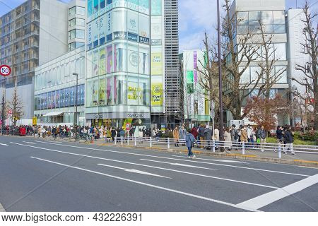 Tokyo, Japan - January 4,2020 : Crowd Of People Walking And Shopping On Meiji Dori Ave In Harajuku A
