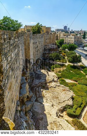 Jerusalem, Israel - August 30, 2021: View Of The Old City Walls Park Promenade, With Pedestrians, In