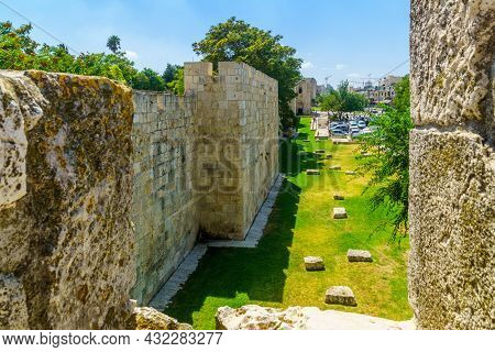 Jerusalem, Israel - August 30, 2021: View Of The Old City Walls Park Promenade, And The Herod Gate (