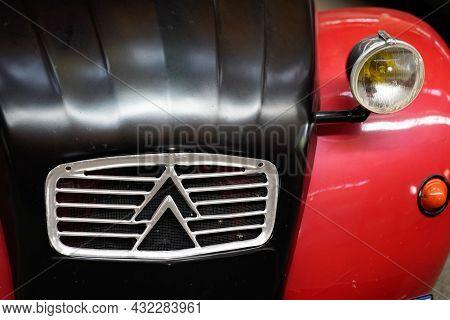 Bordeaux , Aquitaine  France - 09 05 2021 : Citroen 2cv Sign Text And Brand Logo 2 Cv Two Horses Hp