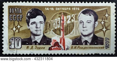 Ussr - Circa 1977: Postage Stamp 'pilot-cosmonauts V. Zudov And V. Rozhdestvensky' Printed In Ussr.