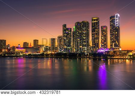 Miami, Florida, Usa - January 8, 2020 : Sunset Above Downtown Miami Skyline And Biscayne Bay Photogr