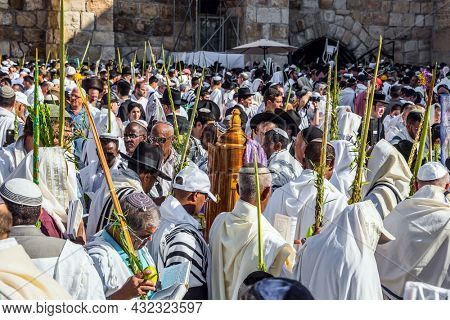 JERUSALEM, ISRAEL - SEPTEMBER 26, 2018: Jews praying at the Western Wall wrapped in festive white Talit. The blessing of the Cohanim. Touching ceremony at the Western Wall. The concept of pilgrimage