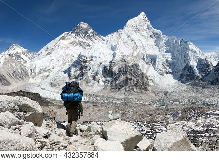 Panoramic View Of Mount Everest From Kala Patthar With Tourist On The Way To Everest Base Camp, Saga