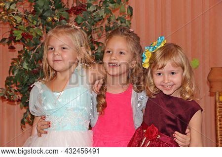 Chernihiv - Ukraine. 16 April 2020: Little Girl Friends Are Smiling. Portrait Of Girls In The Kinder