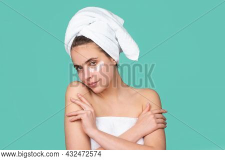 Beautiful Young Woman With Clean Skin. Girl Beauty Face Care. Spa Skin Care, Beauty Woman Wearing Ha