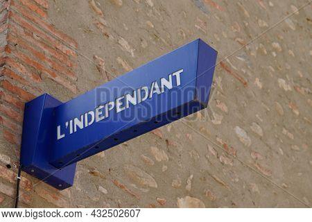 Perpignan , Occianie, France - 09 05 2021 : L'independant Perpignan French Newspaper Logo Text And B