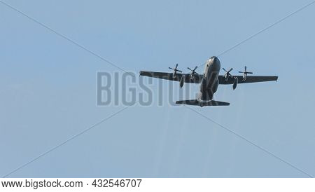 Ede, 20-sep-2019:the Hercules Plane Is Approaching The Heathland For Dropping The Paratroopers On Th